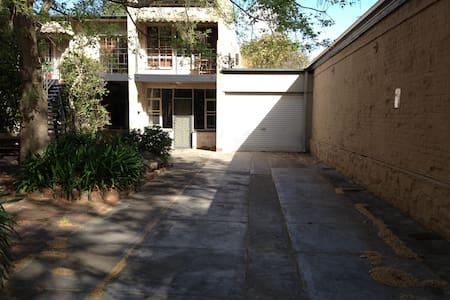 Botanic Court Appartment - Hackney - Huoneisto