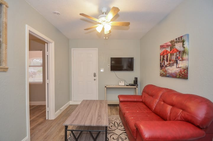 Attractive Suite by Memorial City Mall, W Houston