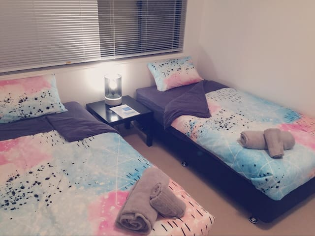 Cozy room w/ Superhost 5 mins to Griffith & GCUH - Parkwood - Дом
