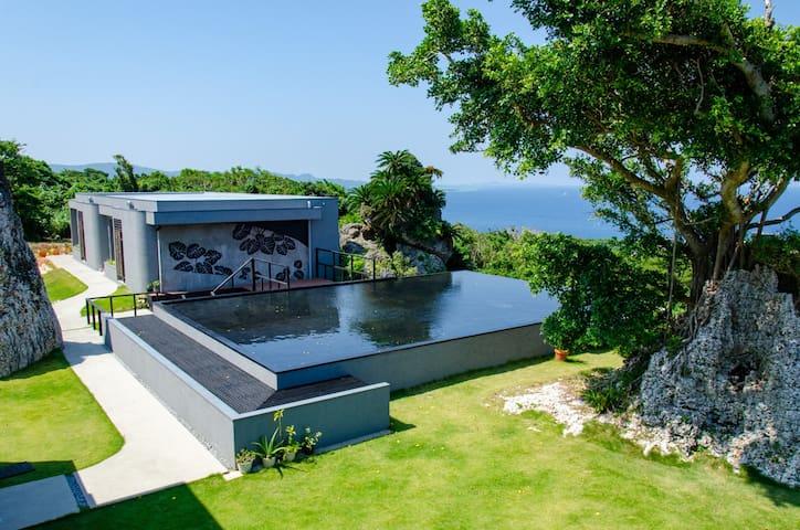 古宇利島の雄大なオーシャンビューを望むヴィラ:Hanalee Villa Kouri:Peace
