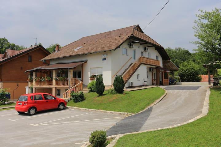 Zimmer mit Balkon Grabovac (Plitvice) (S-17514-b)