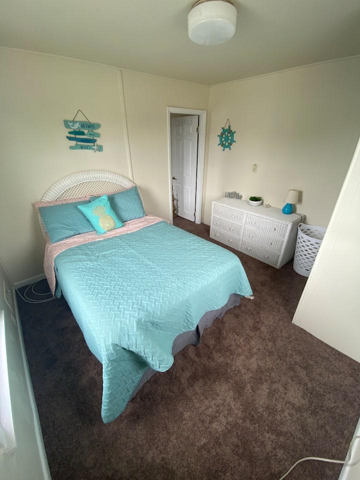 Beach Apartment - SLEEPS 4, close to everything!
