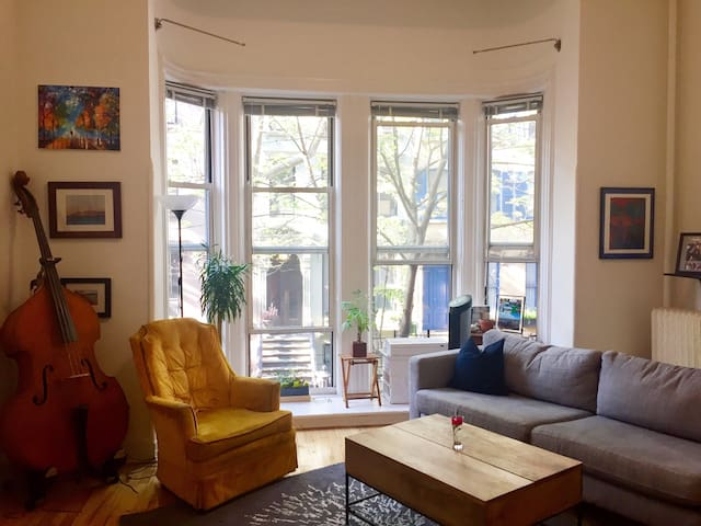 Sunny Apartment in Brooklyn Heights