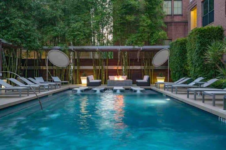 Resort style salt water pool open 10-10 daily