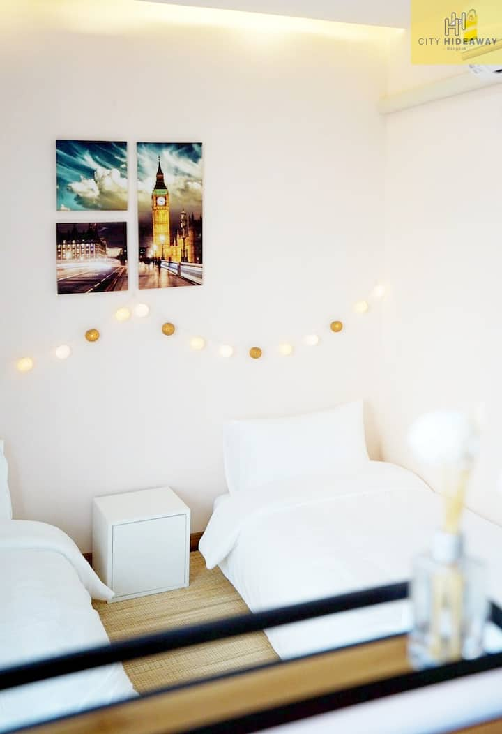 Twin bed/ share bathroom/ Best in Downtown