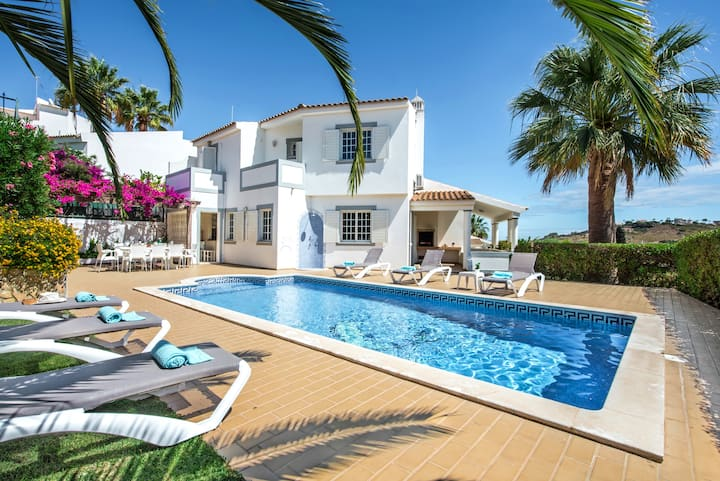 Villa with large garden and sunny private pool
