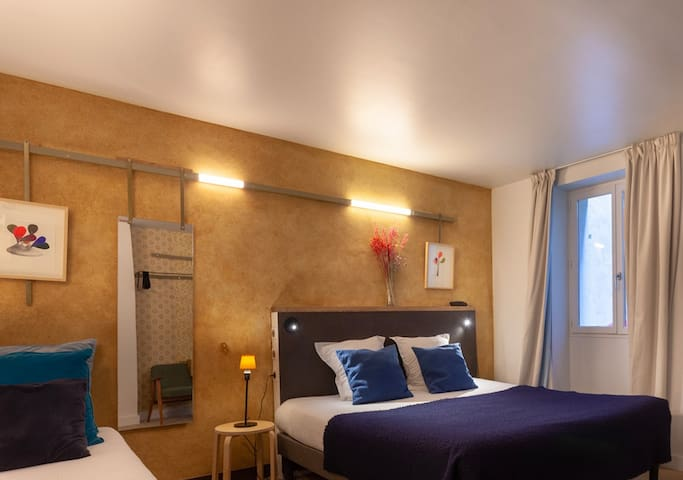 Friendly Room for 3 in République *Free Breakfast
