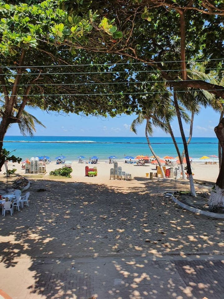 Apt  beira mar da Praia do Francês (pé na areia)