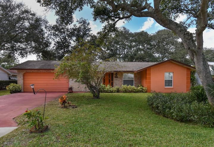 Cozy home with 1-car garage within walking distance to the beach.  836C