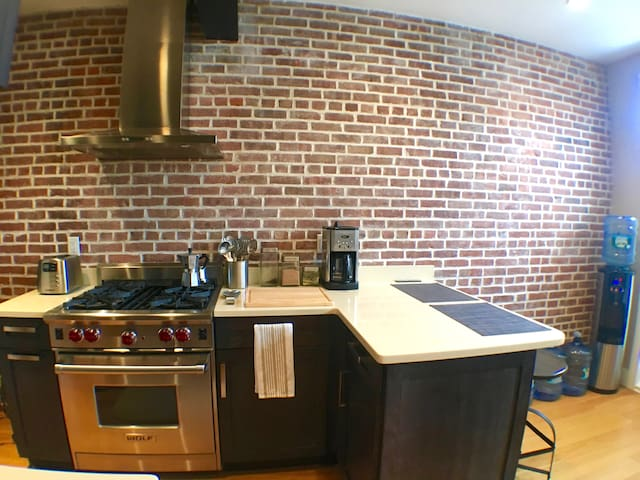 Loft Apt. in Ideal Location.. mins. to Manhattan