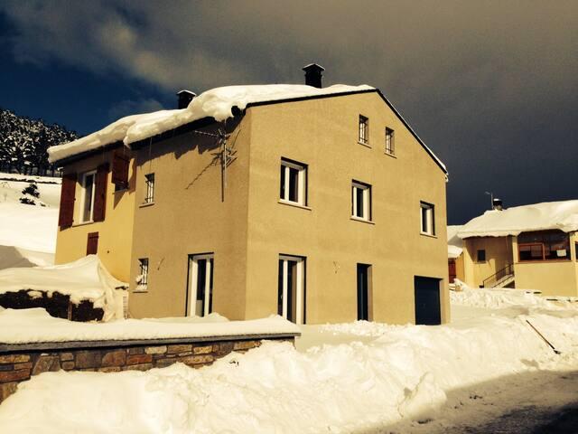 Maison récente confortable pour 10 à Formiguères