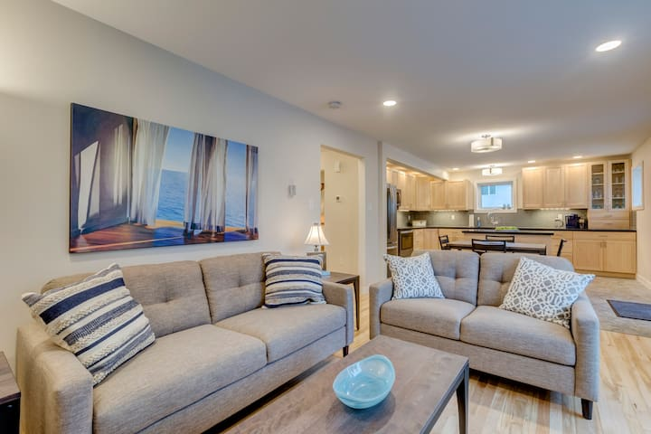 Relax, chat and hang out in this gorgeous main living space!