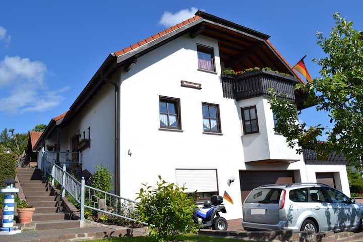 Gemütl. Ferienwohnung in der Rhön mit Balkon