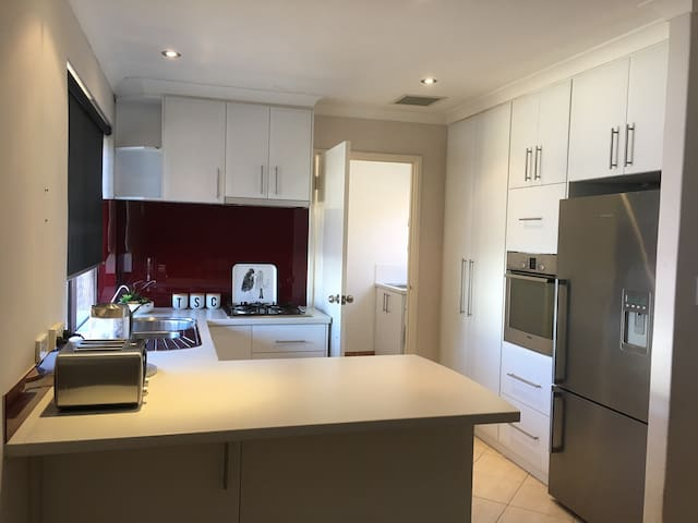 Cosy home in fantastic location, close to the City - South Perth - House