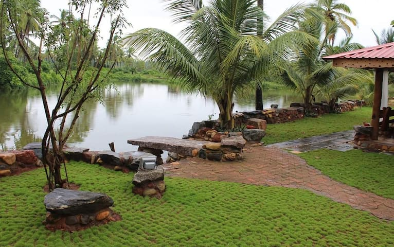 Water Front Villa South Goa - Cavelossim - Bungalov