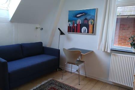 Hyggeligt lille hjørneværelse