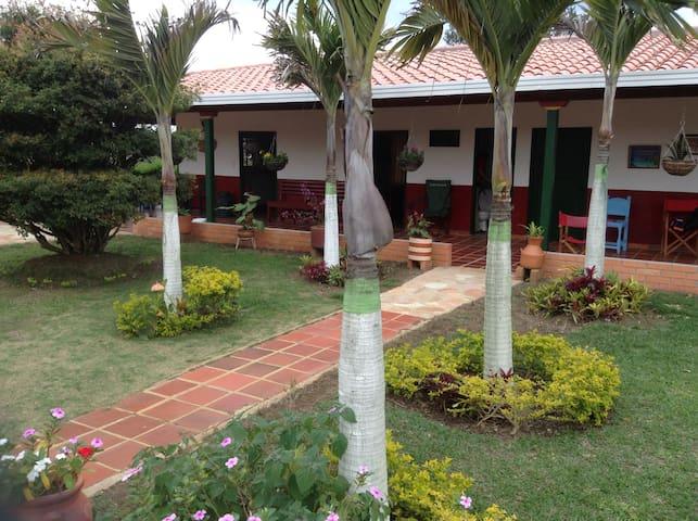 VILLA LILIANA LODGE - HOSTAL MESA DE LOS SANTOS - Los Santos - Bed & Breakfast