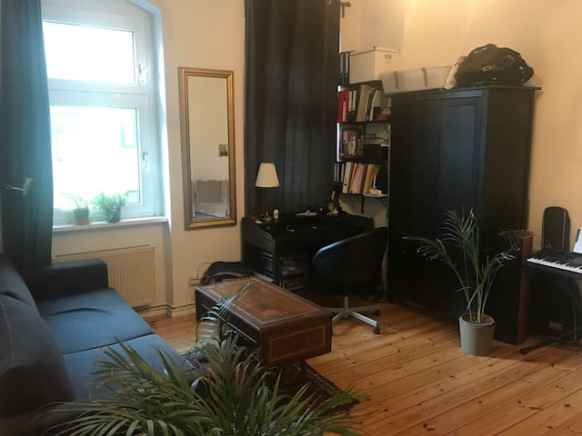 Clean, Cosy One-Bedroom in hip Neukölln district!