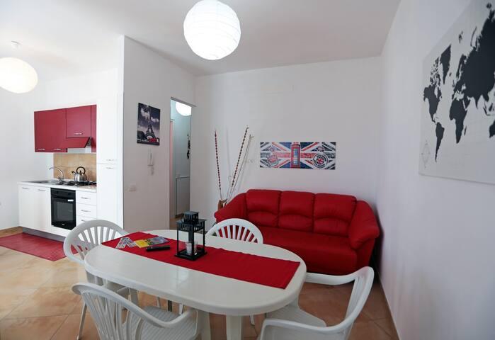 Nuovissimo appartamento a 50 mt dal mare (Rosso)