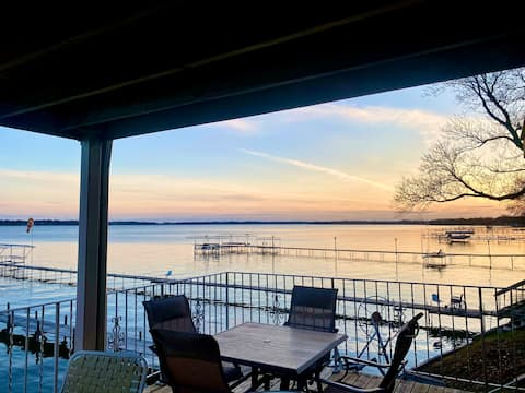 Lake Condo, Right On The Water!