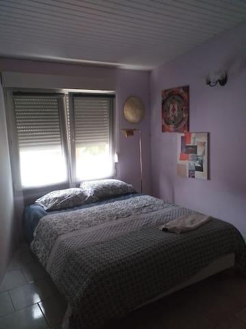 Agréable chambre lumineuse