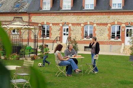 Chambre à la campagne avec piscine chauffée - Monampteuil - House