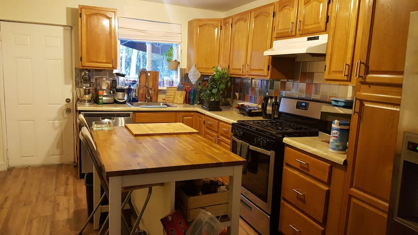 2BR House with Hot tub in back yard and 1.5 Bath - Philadelphia - Casa
