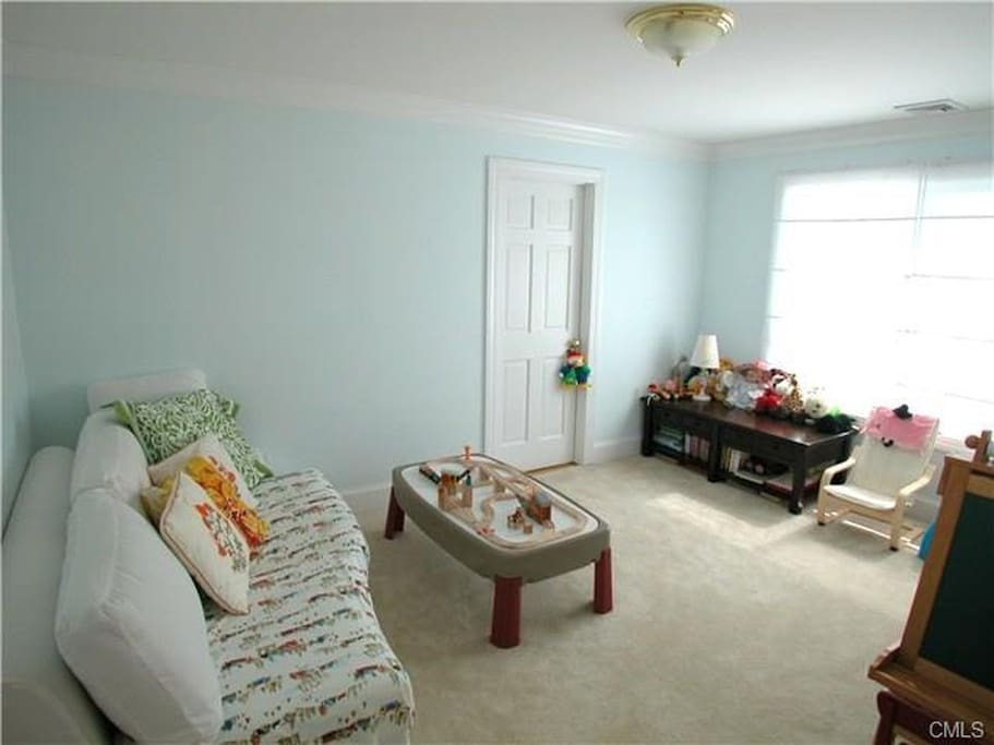 2nd Fl. bedroom facing the ocean. Has a queen size bed, chest of drawers and closet.