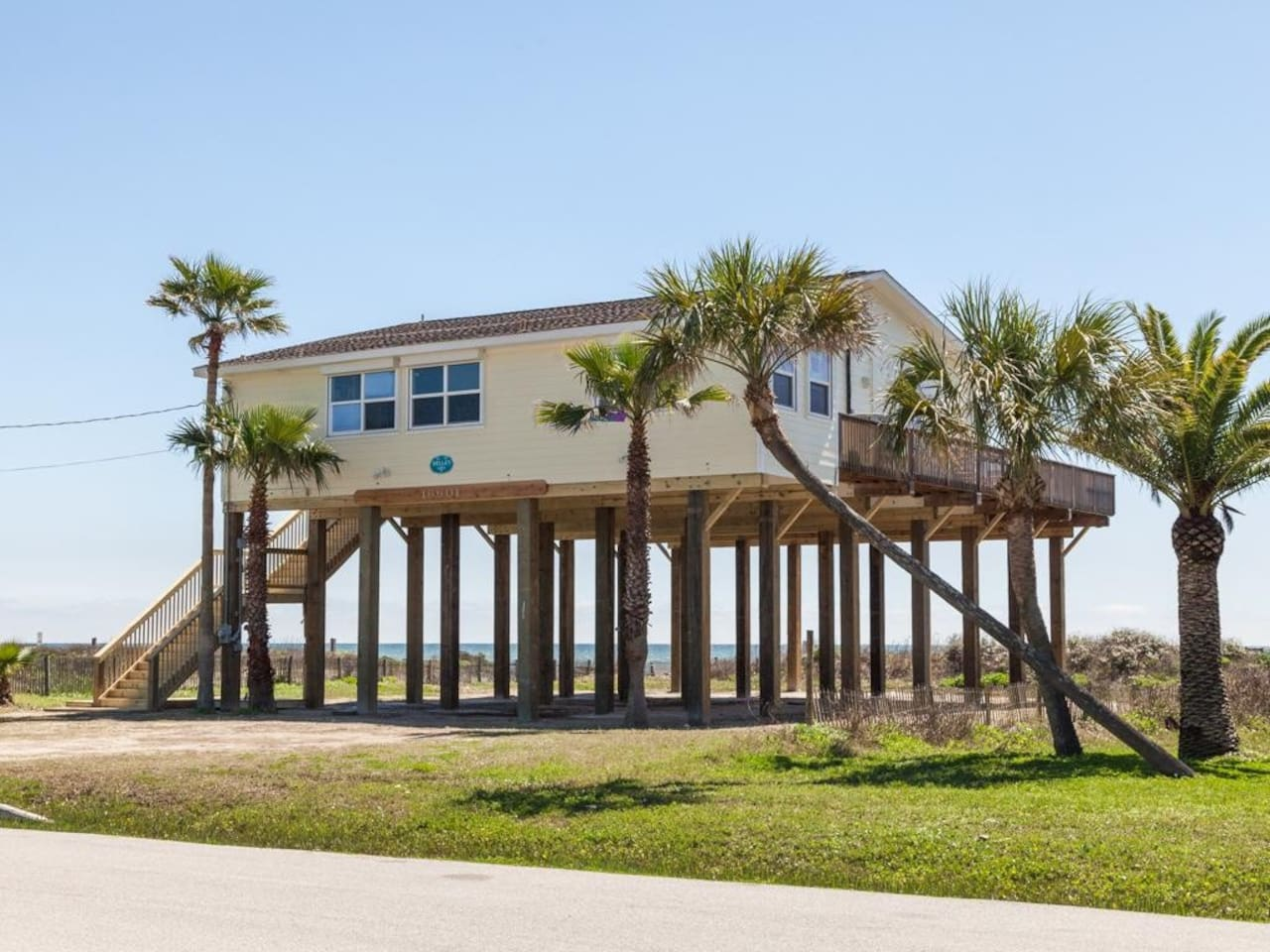 Beach Front with amazing views of the Gulf of Mexico!