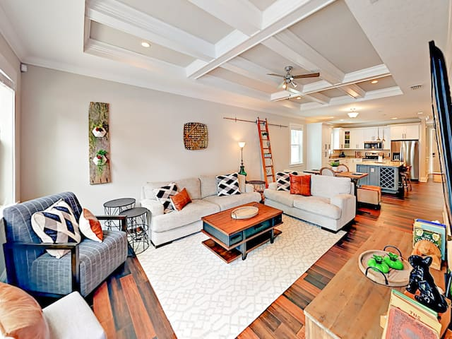 New 3BR Luxury Home w/ Pool & Hot Tub