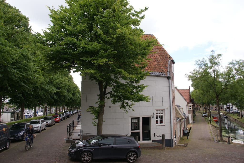 location between the port and the canal in Medemblik