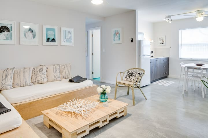 Wynwood Place 2 | Artsy 2 bedroom + FREE Parking