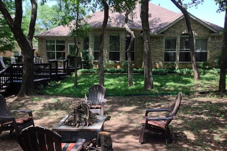 Country Getaway Close to Town - Hickory Creek