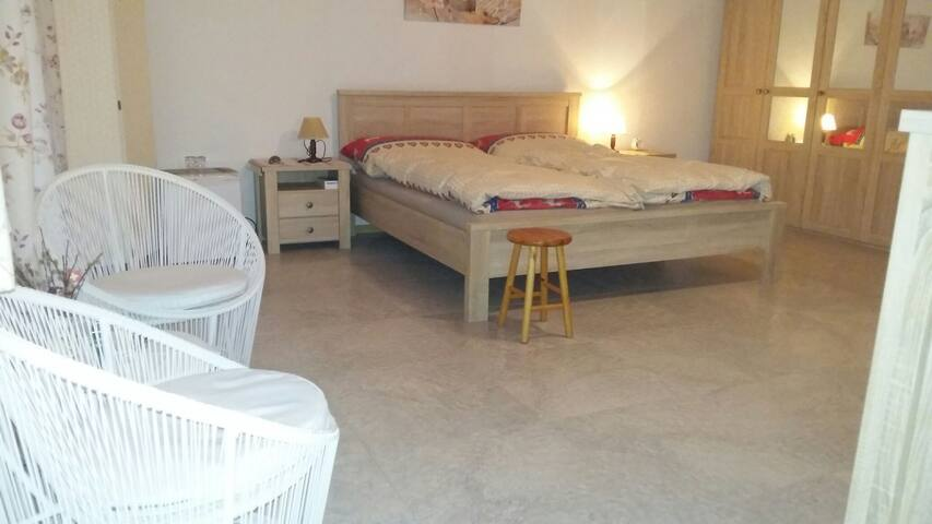 Jolie Chambre dans villa - Chippis - Villa