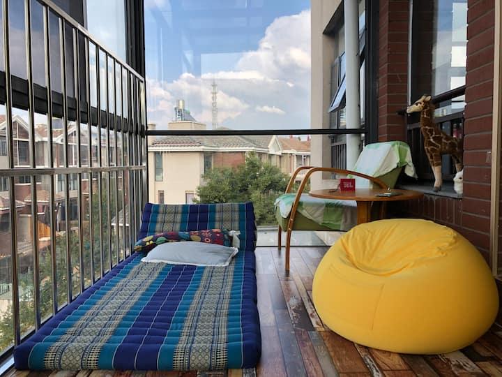 云南昆明呈贡大学城南地铁口焦糖别墅孤独星空房-木地板配双人床垫和电热毯