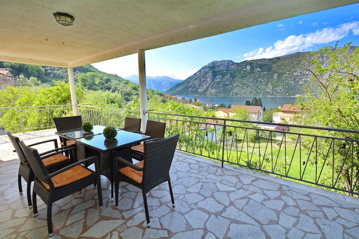 Large 2BD Apartment with terrace - Kotor - Apartemen