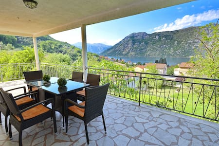 Large 2BD Apartment with terrace - Kotor