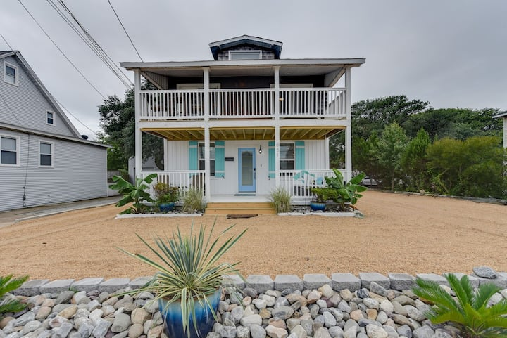 OceanView 3 bedroom Cottage across from beach