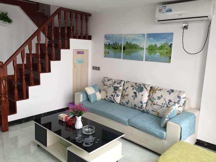 郴州市市中心北湖公园旁全新复式小公寓。
