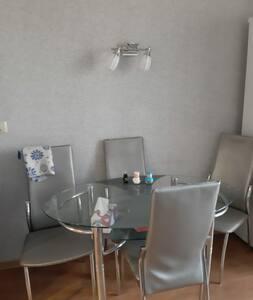 Двухкомнатня кв. в центре Арсеньева с мебелью