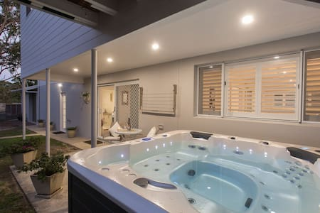 Spacious, private S/Cont, Spa, Wifi, B/fast - Nelson Bay - Wohnung