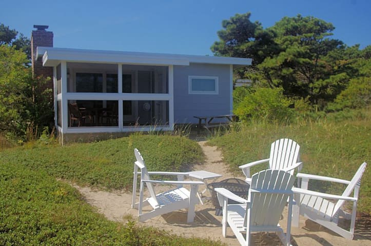 Beach cottage at Wellfleet's LeCount Hollow