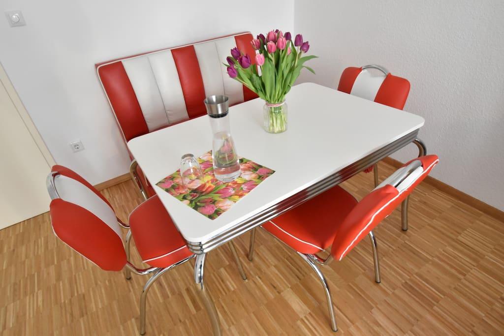 Ess- und Sitzecke / Dining and sitting