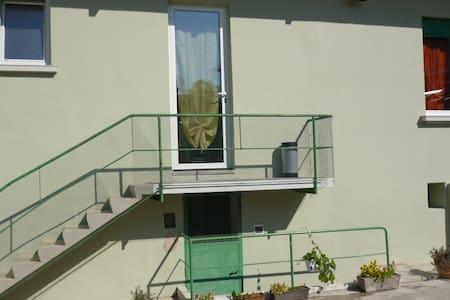 appartamento in villa d'epoca con parcheggio - Apartment