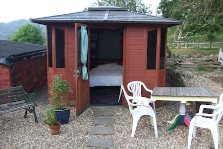 Luxury Cabin - actually shed in the garden - Varteg