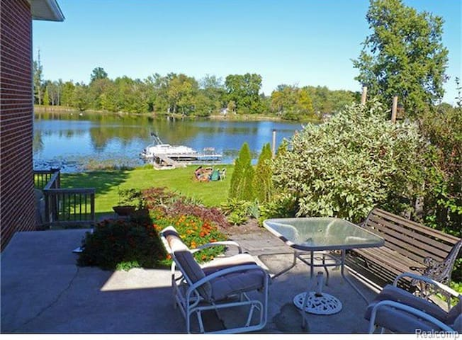 Seymour Lakefront - Brandon Township - บ้าน