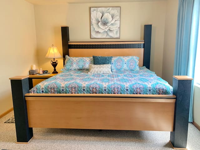 Spacious King Size Bed.