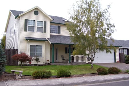 Large 2 story home. - Keizer - Huis