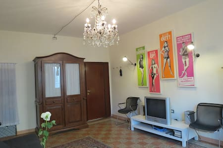 Self contained, town centre elegance - Huoneisto