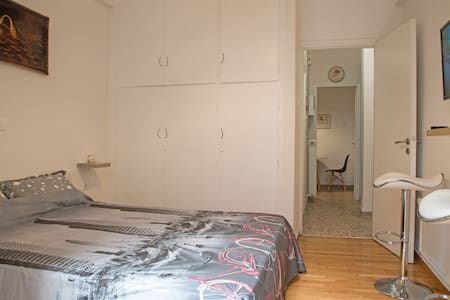 Small cosy apartment for 2,in a beautiful square